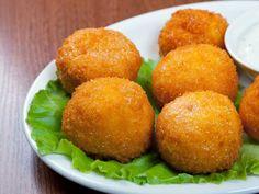 Pour passer un bon Entrées, nous vous proposons une recette de Croquettes de fromage . recette de cuisine, facile et rapide, par Les gourmands mediterraneens