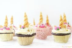 Unicorn Chocolate Cupcakes [Vegan, Gluten-Free] - One Green PlanetOne Green Planet Vegan Cake, Vegan Desserts, Vegan Recipes, Vegan Food, Yummy Recipes, Unicorn Cupcakes, Mini Cupcakes, Unicorn Party, Raw Chocolate