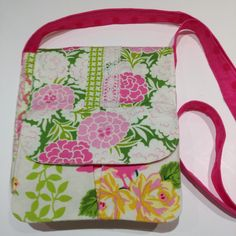 This adorable little purse is the perfect sewing project is great for beginners and the results look oh so professional. Requiring several yard of fabric, this design looks stunning sewn up in a flower-filled print.