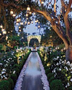 52 Amazing Dream Garden Wedding, Outdoor Wedding Ideas - Fashion and Wedding Garden Wedding Decorations, Wedding Themes, Wedding Styles, Marriage Reception, Wedding Ceremony, Brazilian Wedding, Enchanted Garden Wedding, Dream Wedding, Wedding Day