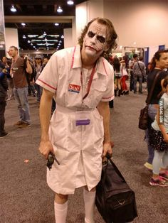 One of the best Joker's cosplay I've ever seen. - One of the best Joker's cosplay I've ever seen. You are in the right place about Beauty spa Her - Cosplay Anime, Cosplay Del Joker, Epic Cosplay, Amazing Cosplay, Halloween Cosplay, Batman Cosplay, Joker Nurse Costume, Video Game Cosplay, Halloween Costumes Men