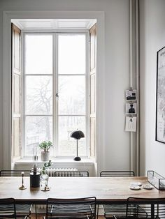 The best home office decor inspirations for your industrial home interior design Dining Room Inspiration, Home Decor Inspiration, Country Look, Ideas Hogar, Swedish House, Home And Deco, Scandinavian Home, Home Office Decor, Office Table