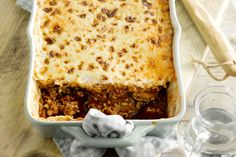 MOUSSAKA MET LAMSGEHAKT Moussaka, Tzatziki, Lasagna, Clean Eating, Ethnic Recipes, Food, Eggplants, Eat Healthy, Healthy Nutrition