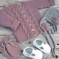 View frokenstrikkepinne's Instagram Bladrillejakke fra @knitsandpieces Lue og votter fra @klompelompe Strikket i #merinoull fra @sandnesgarn Sko fra @holalola.no #klompelompe #klompelompebok3 #holalola_no #knit #knittinginspiration #knitting #knitted #knittersofinstagram #ministil #knitstagram #instaknit #følgstrikkere #knitting_inspiration #barnestrikk 1590797932431819174_1477005757