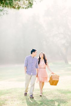 we love this sweet and feminine engagement session of high school sweethearts in the summer #myweddingmag | photo: honey honey photography