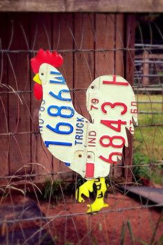 love this!! Vintage License Plate Chicken Rooster .. www.loveitsomuch.com #vintagehomedecor