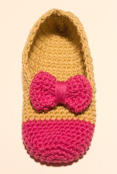Zapatillas dos colores crochet Tutorial ✿⊱╮Teresa Restegui http://www.pinterest.com/teretegui/✿⊱╮