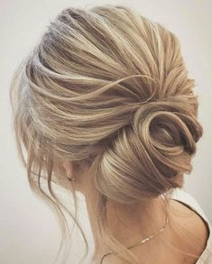 Top 5 wedding hair trends for 2019 Top 5 wedding hair trends for 2019 – TANIA MARAS Short Wedding Hair, Wedding Hair And Makeup, Bridal Hair, Wedding Hair Blonde, Blonde Hair, Trendy Wedding, Medium Hair Styles, Short Hair Styles, Hair Medium