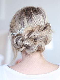 16 hairstyles that are perfect for thick hair.