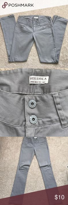 Grey jeans - pants Super comfortable grey jeans! 97% cotton and 3% elastane. No pockets on the back. Used a couple times and they look like new Bershka Jeans Straight Leg