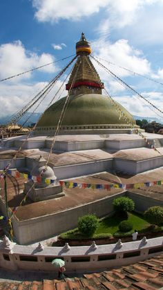 Discover the magic of Kathmandu on this private tour. Visit Pashupatinath Temple, Kathmandu Durbar Square, and the Temple of Taleju. A professional guide will accompany you to see other historical monuments such as the temple of Kumari and Swa Places Around The World, Travel Around The World, Around The Worlds, Agra, Taj Mahal, Nepal Kathmandu, Himalaya, Historical Monuments, Varanasi