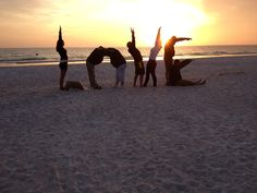 This would make a great family photo - try recreating this with your family on the beach this summer! <3