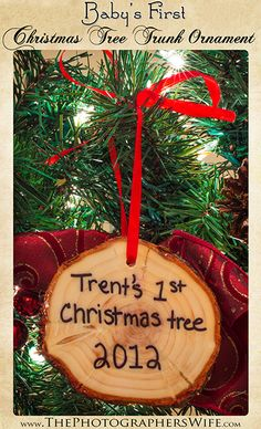 Baby's First Christmas Tree Trunk Ornament DIY! take the first Christmas tree and cut a slice off the bottom! Also good for couple 's first Christmas together. Baby's 1st Christmas Ornament, Babys 1st Christmas, Family Christmas, Winter Christmas, Christmas Holidays, Christmas Decorations, Christmas Traditions Kids, Baby's First Ornament, Christmas Ideas
