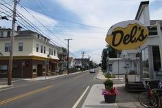 Del's, a lemonade spot in Warren, RI. (from http://hiddenboston.com/randomphotos/dels-warren.html)