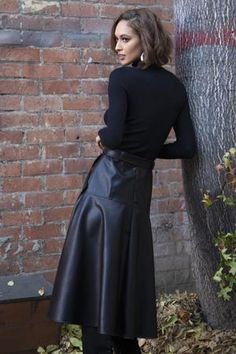 Leather A Line Skirt, Black Leather Skirts, Faux Leather Skirt, Black Skirt Outfits, Classic Skirts, Fashion Outfits, Women's Fashion, Fashion Spring, Trendy Outfits