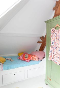 1000+ images about zolderdebolder on Pinterest  Wands, Attic closet ...