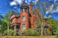 This magnificent old mansion was built in Petrolia, Ontario circa 1891 . Abandoned Castles, Abandoned Buildings, City Buildings, Abandoned Places, Victorian Style Homes, Victorian Houses, Fancy Houses, Old Houses, Beautiful Homes