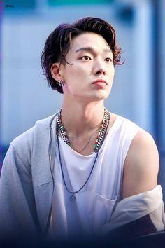 Bobby (Ji won) ♡ iKON ♡ Why is he like this help Kim Jinhwan, Chanwoo Ikon, Sulli, Jonghyun, Shinee, K Pop, Ikon Member, Ikon Kpop, Tela