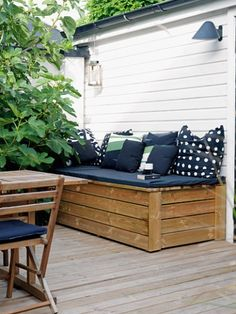 Great seating and storage Outdoor Seating, Outdoor Sofa, Outdoor Spaces, Outdoor Living, Outdoor Furniture, Outdoor Decor, Fresco, Tiny House Furniture, Hot Tub Deck
