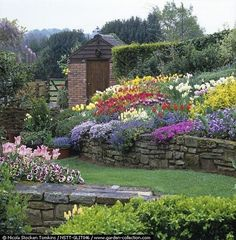 Awesome Sloped Backyard Landscaping Ideas_3 #gardeninglandscaping