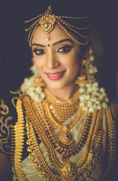 Browse from of south indian wedding photos & ideas from the WedMeGood gallery and plan your wedding like a pro. Indian Wedding Photos, Indian Wedding Jewelry, Indian Bridal, Indian Jewelry, South Indian Jewellery, Indian Jewellery Design, Gold Jewellery, Bridal Jewellery, Kerala Jewellery