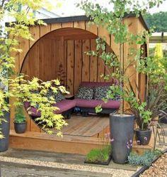 Modernes Gartenhaus aus Holz ohne Türen. Genau das Richtige für gemütliche…