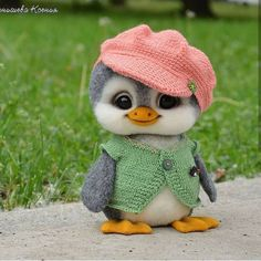 The flower clothes of the duckling. Good Meng Oh! Cute Animals Images, Baby Animals Pictures, Cute Animal Pictures, Cute Funny Animals, Cute Cats, Baby Animals Super Cute, Cute Stuffed Animals, Cute Little Animals, Cute Animal Drawings