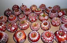 royal icing on apple Haft Seen, Ukrainian Christmas, Holiday Monday, Apple Decorations, Food Decoration, White Icing, Gum Paste, Royal Icing, Winter Holidays