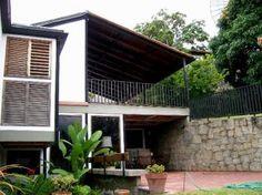 #PRADOSDELESTE En venta bella quinta de 4 hab mas 2 de servicio, 5 baños, agradable terraza. Contacto: Info@micasa.com.ve /9910022 @solcarmona