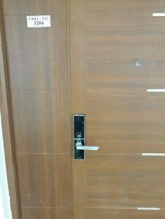 Khóa cửa vân tay Dessmann G800FP ( Đức) cao cấp giá gốc Door Handles, Doors, Home Decor, Door Knobs, Decoration Home, Room Decor, Home Interior Design, Home Decoration, Interior Design