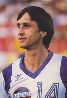 Johan Cruyff of Los Angeles Aztecs in Legends Football, Football Icon, Retro Football, World Football, Soccer World, Football Cards, Football Shirts, Football Stickers, Good Soccer Players
