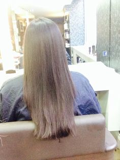 One length with forward graduation, square layers and a side fringe cut in