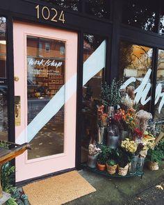 Flower shop에 있는 핀 boutique interior, shop interiors 및 shop doors Cafe Design, Store Design, Store Front Design, Bakery Design, Design Shop, Design Design, Shop Doors, Beauty Salon Decor, Beauty Salon Design