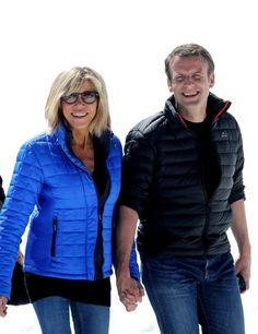Emmanuel Macron et Brigitte main dans la main