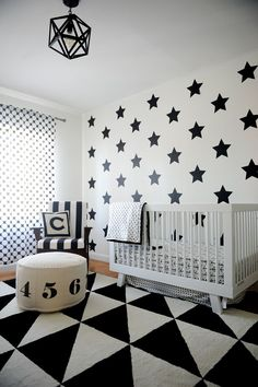 Black and White Geometric Nursery - love the mix of modern patterns. The /ubbiworld/ black and white diaper pail would fit right in. #PNpartner