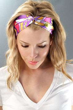 cachecol de cabelo - Hair and make up (who am I kidding? Ways To Wear A Scarf, How To Wear Scarves, Headband Styles, Scarf Styles, Turbans, Headscarves, Turban Headbands, Trending Topic, Hair Accessories For Women