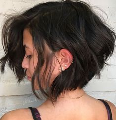 60 Classy Short Haircuts and Hairstyles for Thick Hair Side-Parted + Tousled + Brunette + Bob Messy Bob Hairstyles, Short Hairstyles For Thick Hair, Haircut For Thick Hair, Wavy Hair, Short Hair Cuts, Curly Hair Styles, Everyday Hairstyles, Bob Haircuts, Black Hairstyles