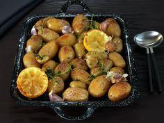 Ovnsbakte poteter med sitron og timian Aioli, I Love Food, Plum, Lemon, Baking, Vegetables, Fruit, Baked Potatoes, Food Ideas