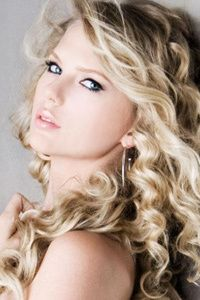 I absolutely love her curly hair
