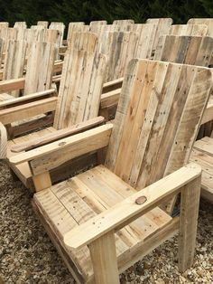 Gardening Ideas, Tips & Techniques Garden Furniture Design, Pallet Garden Furniture, Outdoor Furniture Plans, Recycled Pallets, Wood Pallets, Chair Design Wooden, Wooden Bedroom, Outdoor Chairs, Pallet Chairs