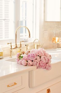 brass bridge faucet, pink peonies and farmhouse kitchen Elegant Kitchens, Black Kitchens, Rustic Bathroom Vanities, Bathroom Faucets, Bathrooms, Black Kitchen Faucets, Farm House Colors, Pink Peonies, Peonies Bouquet