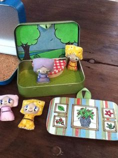 Altoids tin, picnic outside, dollhouse.... A friend of mine made these! She's incredibly talented!
