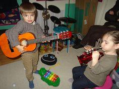 Petite impro guitare trompette de poche par Pauline et Clément.