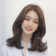 Hong Room brown perm-Always loved style ? -If you apply a pretty color on the pretty perm style, the texture of the curls will be expressed better. in 2019 Haircuts Straight Hair, Girls Short Haircuts, Medium Hair Cuts, Medium Hair Styles, Curly Hair Styles, Ulzzang Hair, Korean Short Hair, My Hairstyle, Hair Shows