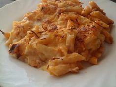 Macarrones al horno -  Hoy un plato de pasta, macarrones al horno. Un clásico en nuestras cocinas y muy querido por los más peques, los podemos acompañar de muchos alimentos, pero esta en particular es una de las que más gustan. Un plato muy completo de pasta con carne, una capa de bechamel casera y queso rallado, gra... - http://www.lasrecetascocina.com/macarrones-al-horno/