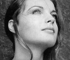 Romy Schneider. La femme du mois... http://www.blog-just-elegant.com/#!Romy-Schneider-La-femme-du-mois/cy97/6D3F14D0-9B33-4DCA-A167-47E01160C0A0