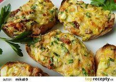 Zapečená hermelínová bageta recept - TopRecepty.cz Slovak Recipes, Baked Potato, Cauliflower, Hamburger, Sandwiches, Food And Drink, Appetizers, Favorite Recipes, Bread