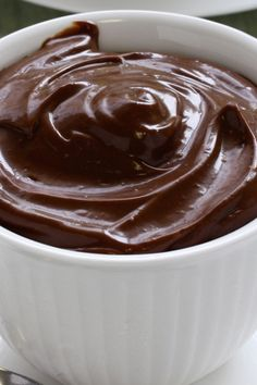 This really delicious and easy to make recipe for The Best Sugar Free Chocolate Mousse is made without adding eggs and is also gluten free. Easy No Bake Desserts, Diabetic Desserts, Köstliche Desserts, Delicious Desserts, Dessert Recipes, Health Desserts, Sugar Free Deserts, Sugar Free Recipes, Muesli