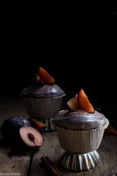 Luumu-kanelikuppikakut, plum-cinnamoncupcakes: http://doronkakku.blogspot.com/2015/11/luumu-kanelikuppikakut.html