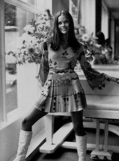 Ali MacGraw in Ossie Clark Dress, photographed by Harry Dempster, 1969 Ali Macgraw, Ossie Clark, Style Année 70, Cool Style, Cooler Stil, Moda Hippie, Estilo Cool, Foto Fashion, Nyc Fashion